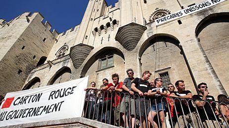Manifestation des intermittents sur la place du Palais des Papes