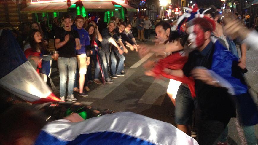 La rue Masséna à Lille en fête après la victoire des Bleus face au Honduras