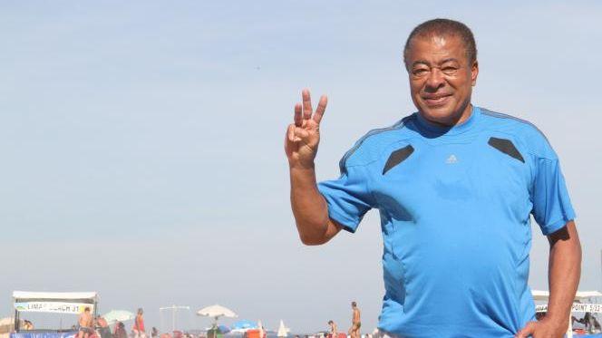 Jairzinho sur la plage à Rio