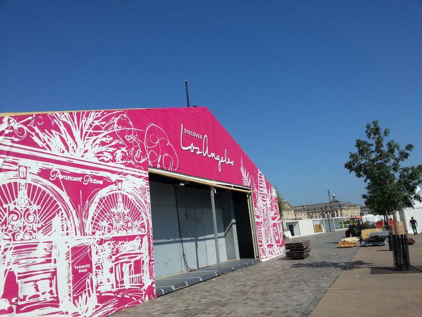 La tente qui accueillera l'invitée d'honneur : la ville de Los Angeles - Radio France