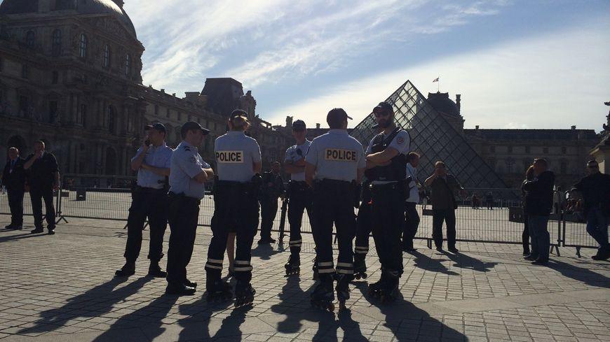 Policier Louvre