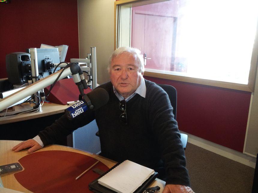 Jean Mazodier dans le studio de France Bleu Gironde - Radio France