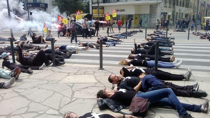 Cheminots et intermittents unis dans la lutte à Valence