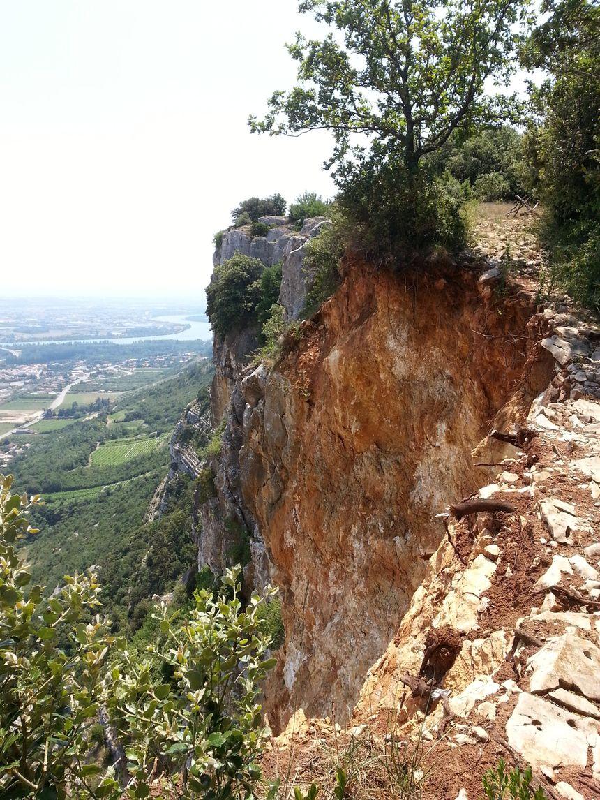 L'éboulement de la falaise de Crussol vu du sommet - Radio France