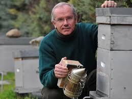 Yves Le Conte se passionne pour les abeilles depuis qu'il a 12 ans.  - La Provence.