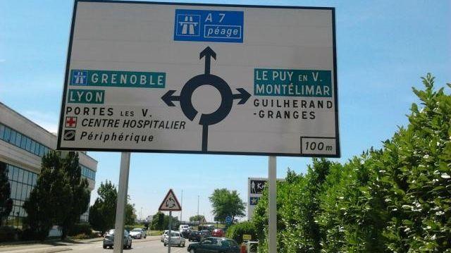 De nouveaux panneaux pour éviter les contre sens sur la voie rapide de Valence