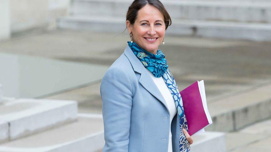 Ségolène Royal sortant du Conseil des ministres