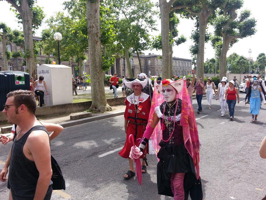 3000 à 6000 personnes ont parcouru les rues de Bordeaux ce samedi lors de la Gay Pride - Radio France