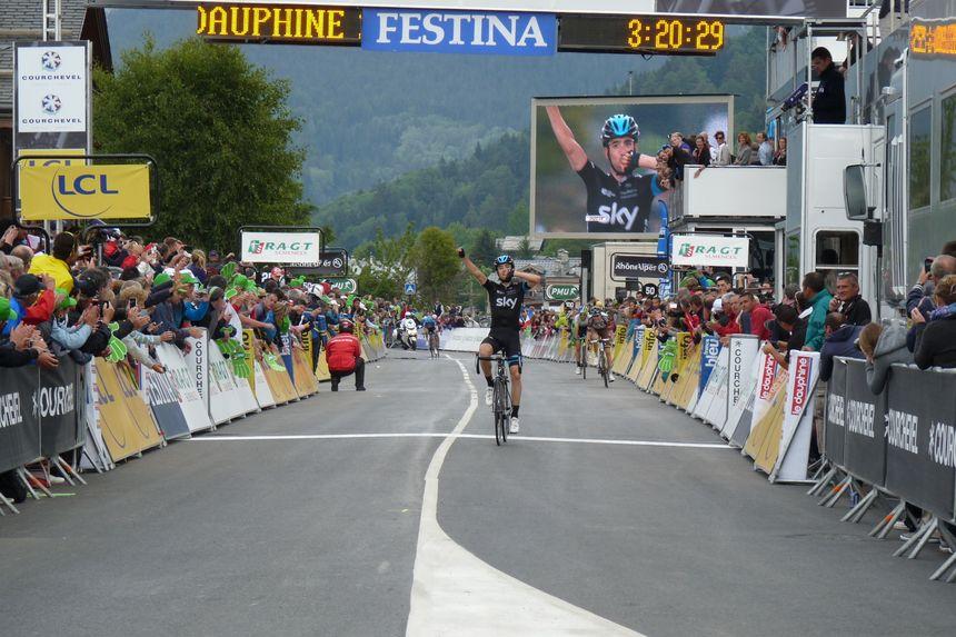 Mikel Nieve (SKY) remporte la 8e étape à Courchevel devant Romain Bardet (AG2R) - Radio France