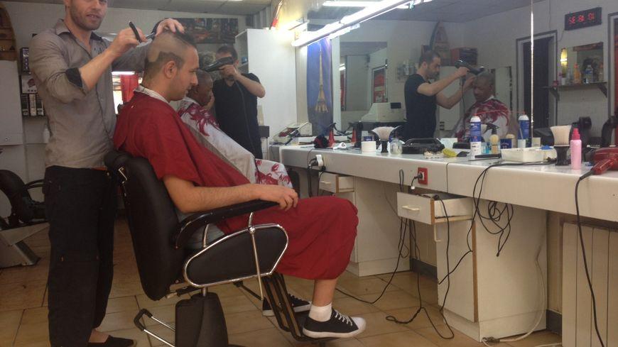 Louer un fauteuil dans un salon de coiffure une tendance - Ouvrir un salon de coiffure sans diplome ...