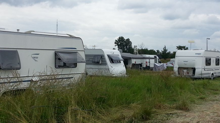 Le campement des gens du voyage, près de la Garonne à Floirac