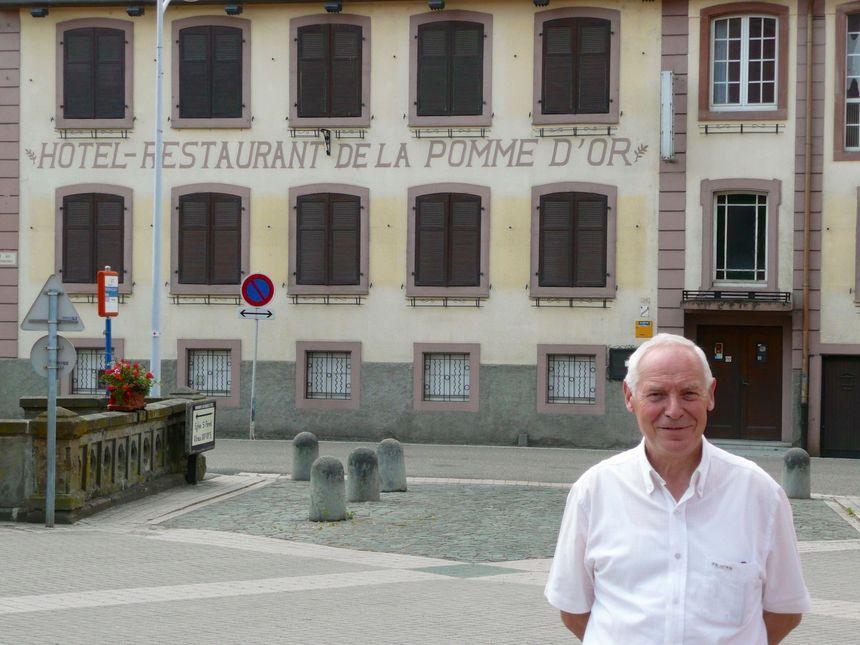 Mr le maire de Niederhaslach et le projet de restauration de la Pomme d'or - Radio France
