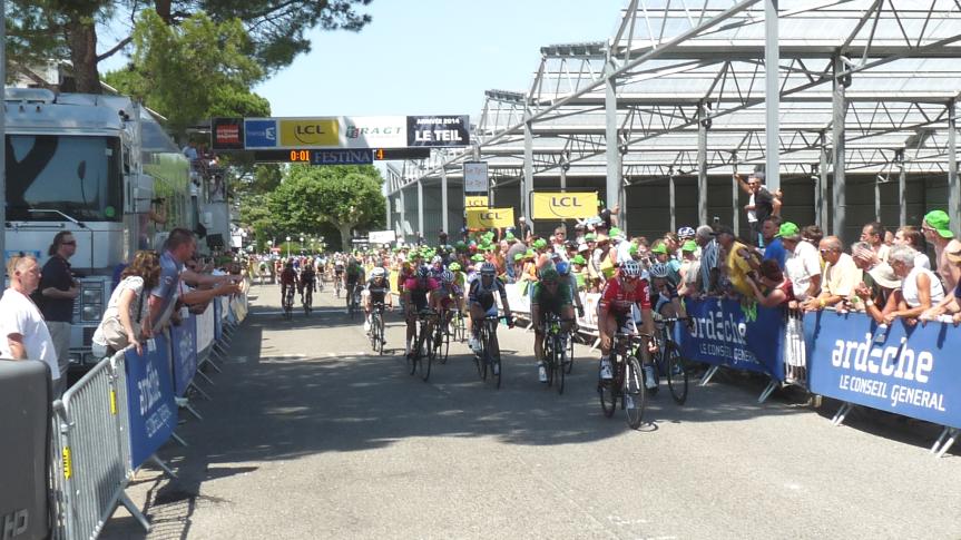 Nikias Arndt (Giant Shimano) s'impose sur la troisième étape du Critérium au Teil.