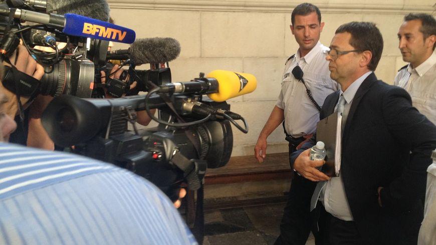 Arrivée de Nicolas Bonnemaison au tribunal au deuxième jour du procès
