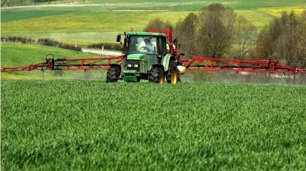 Faut-il interdire les traitements de pesticides à  moins de 200 mètres de certains lieux publics urbains ?