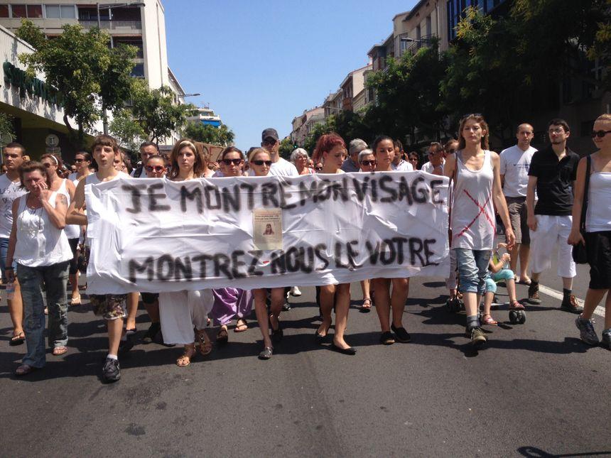 Lola, en tête de la marche blanche  - Radio France