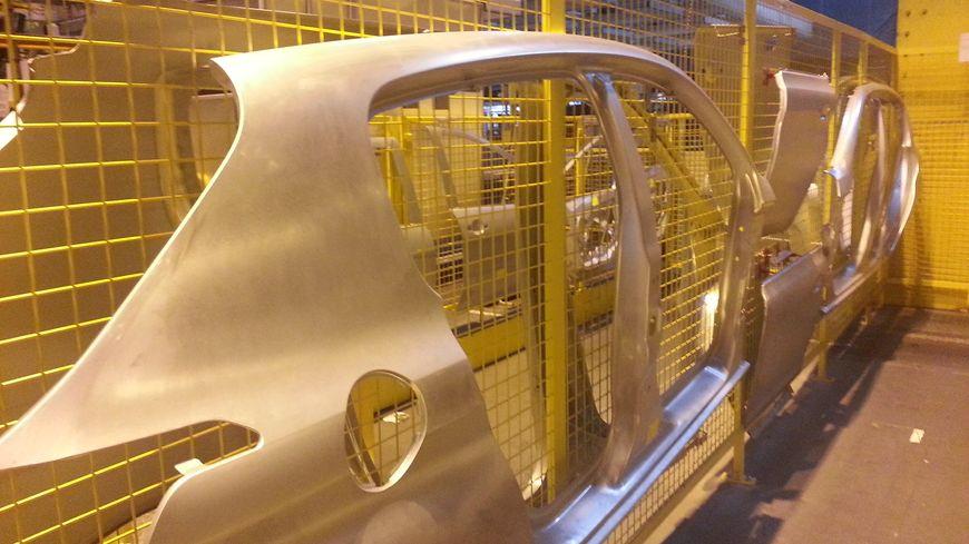 Silhouettes emboutissage 308 usine PSA Sochaux
