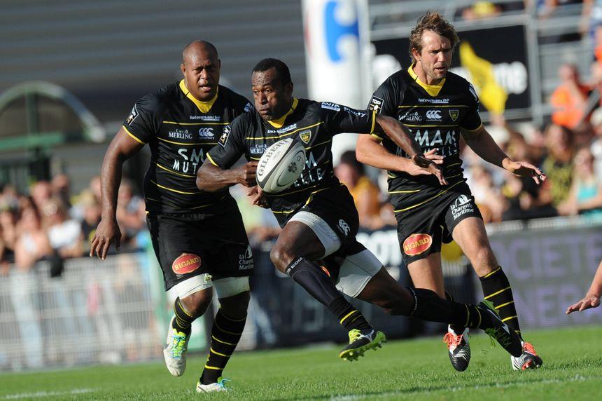 Les rugbymen Jone Qovu, Sireli Bobo et Peter Grant du Stade Rochelais. - Maxppp