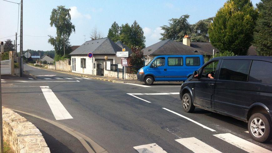 Depuis le 21 août, ce carrefour de Parigné-l'Evêque  compte 4 stops