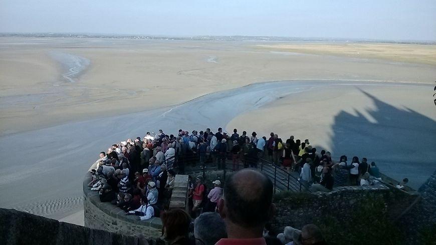 La foule au Mont Saint Michel pour les grandes marées