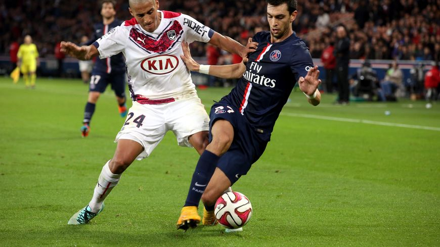 Wahbi Khazri et Javier Pastore au duel lors du match aller.
