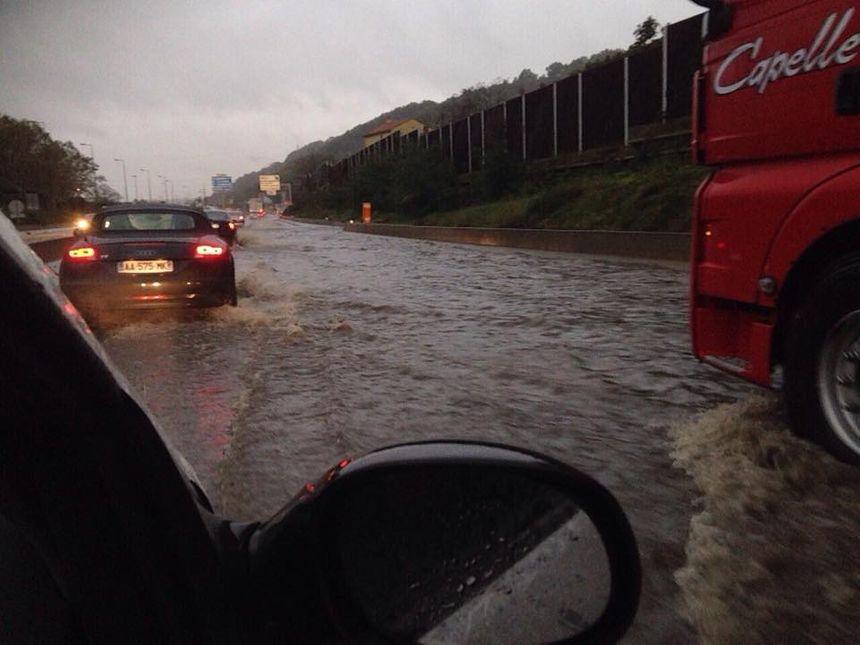 Photos la loire touch e par les inondations rive de gier sous l 39 eau - Piscine givors ...