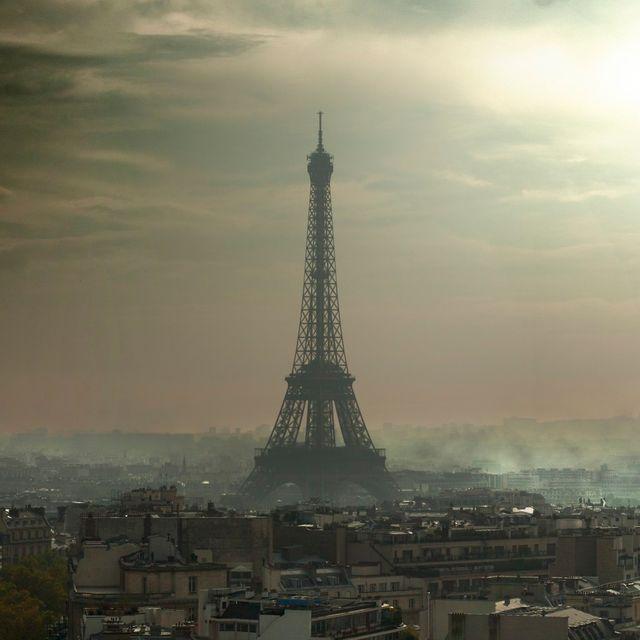 Paris pollution Tour Eiffel