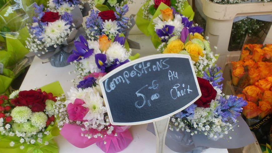 De nombreux fleuristes proposent des bouquets à petit prix, à la portée de l'argent de poche des enfants