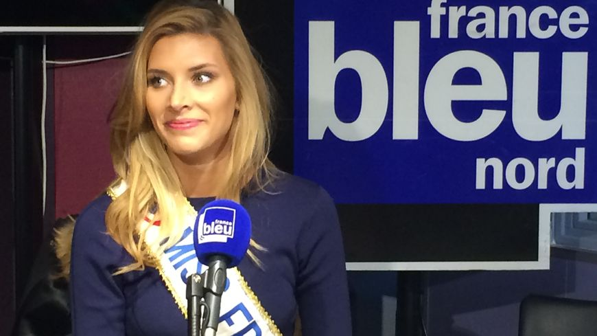 Camille Cerf dans les studios de France Bleu Nord