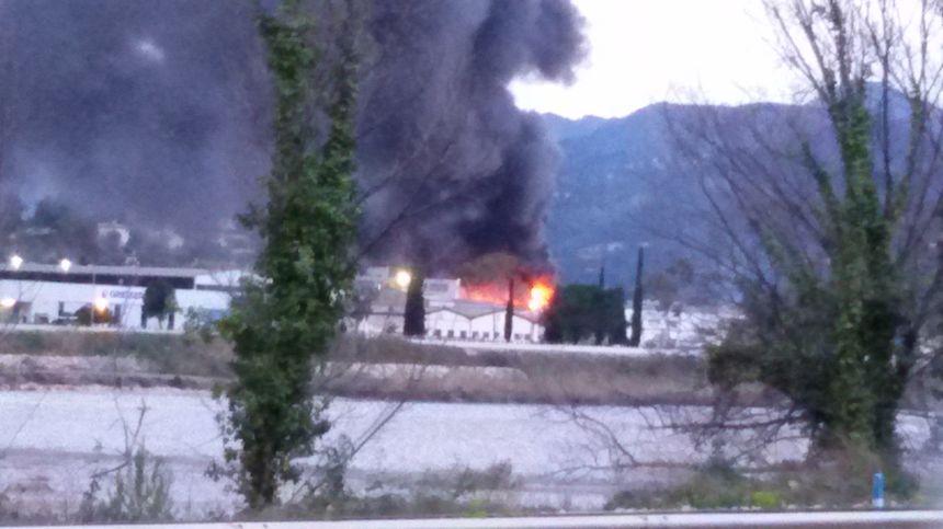 Incendie à Carros - Radio France
