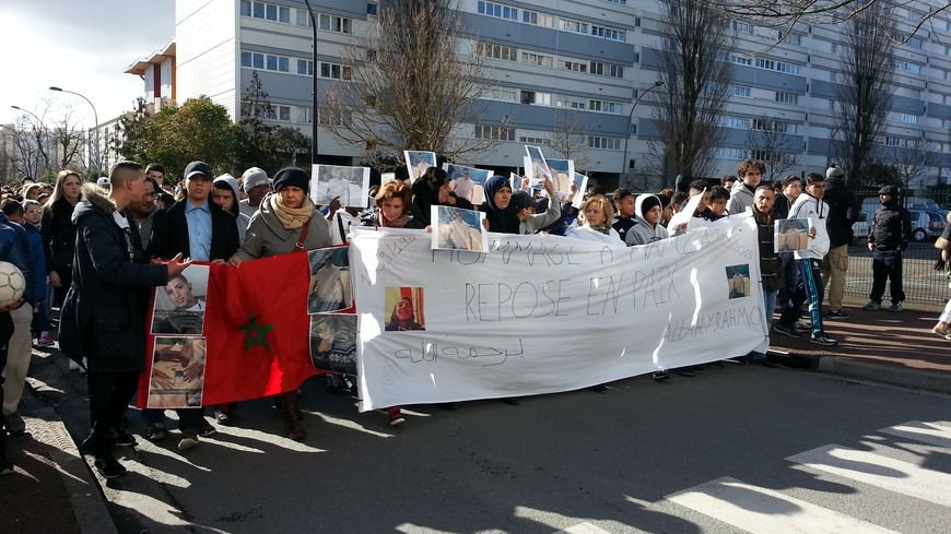Le cortège en hommage à Hamza, quartier du Grand Parc, à Bordeaux