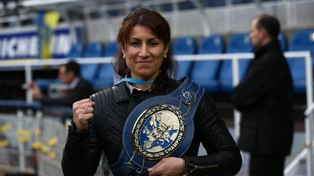 Farida El Hadrati en décembre 2014 avec son titre européen.
