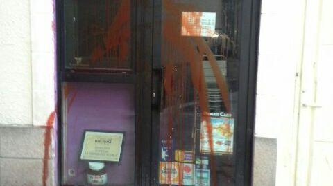 Nantes : du sang jeté sur la vitrine d'un restaurant halal