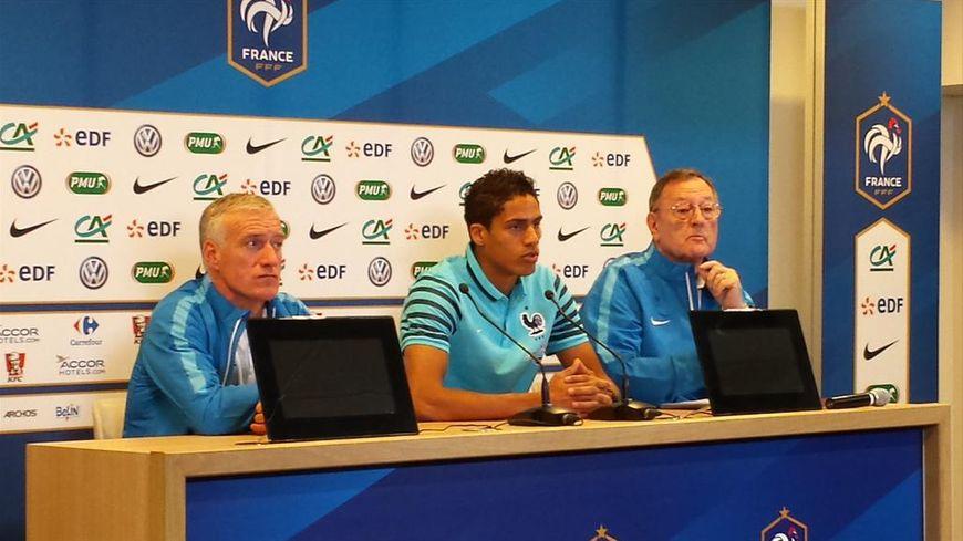 La conférence de presse d'avant match à Geoffroy Guichard avec Didier Deschamps, Raphael Varane et Philippe Tournon.
