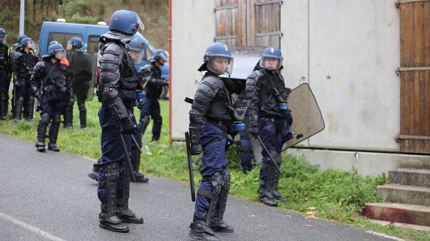 Rencontre avec homme gendarme