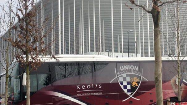 Avant de prendre la direction de l'Auvergne, le bus de l'UBB a fait une halte au nouveau stade.
