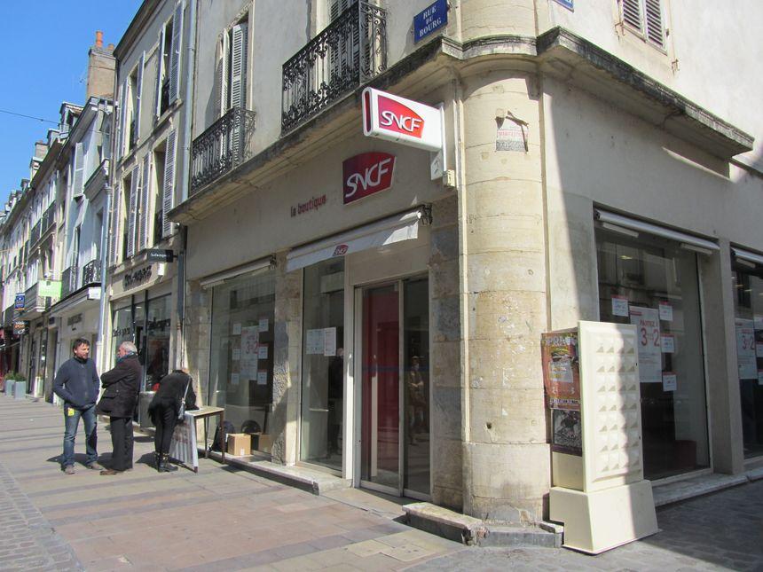 Ouverte en 2003, la boutique SNCF de la rue du bourg à Dijon accueille une cinquantaine de clients par jour. - Radio France