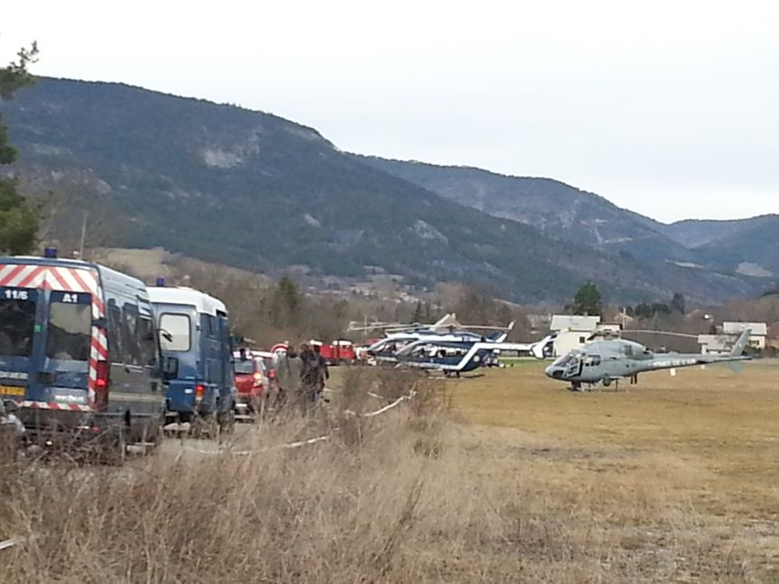 Les hélicoptères des secours prêts à partir sur les lieux du drame - Radio France