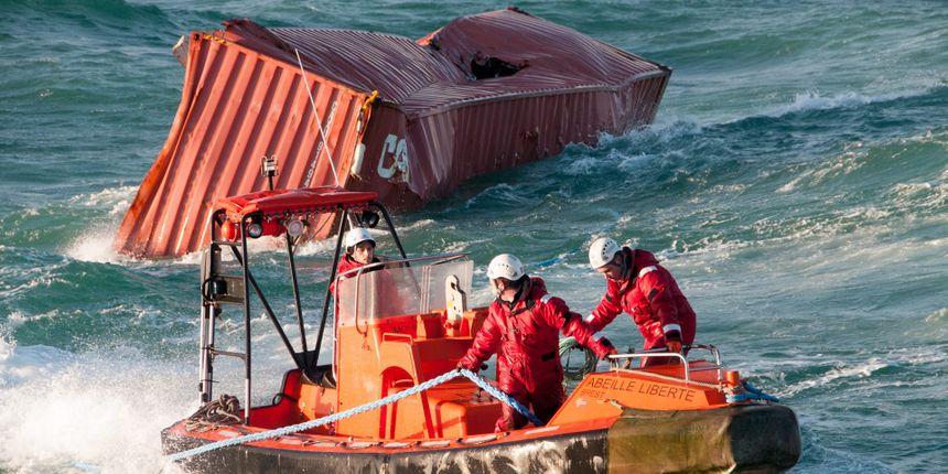 Cargaison du Svendborg Maersk, porte-conteneurs danois  - Marine nationale