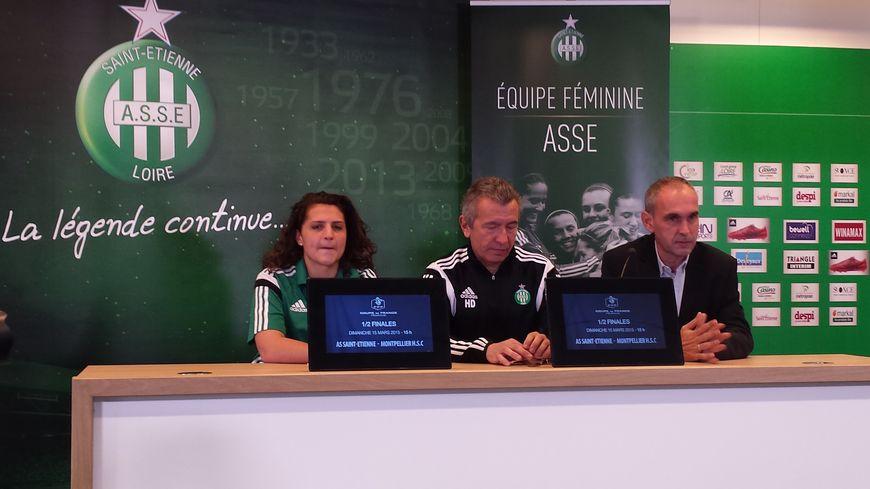 Morgane Courteille (capitaine), Hervé Didier (entraineur) et Michel Saez (président de l'association ASSE)