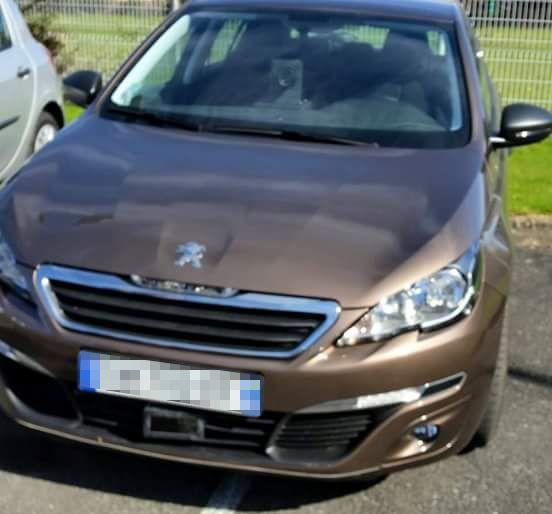 La Peugeot 308 testée à Pau est équipée de radars devant et derrière. - Radio France