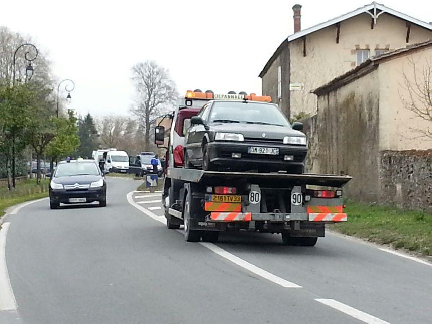 La voiture de la femme arrêtée a été évacuée par les services de sécurite. - Radio France