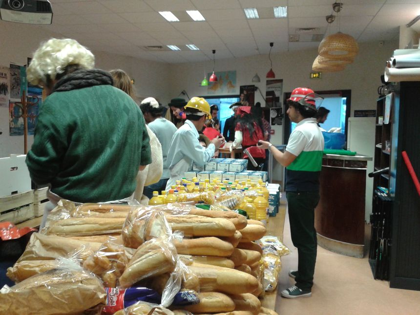 Distribution de paniers repas à des étudiants, chaque mercredi à Strasbourg - Radio France