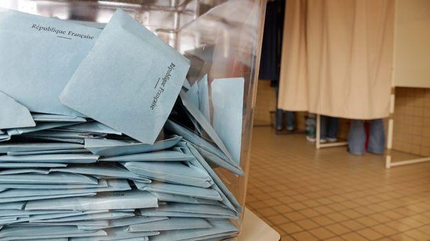 élection - isoloir - bulletin - vote