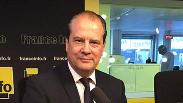 Jean-Christophe Cambadélis dans les studios de France Info pour répondre aux questions des auditeurs de France Bleu
