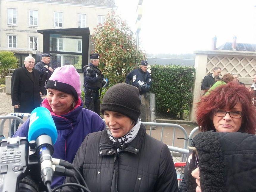Abattoirs AIM : la joie sur les visages des salariés après la décision du tribunal de commerce de Coutances - Sébastien Berriot - Radio France