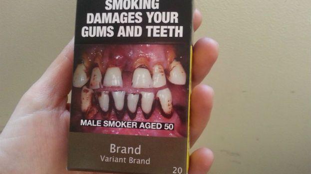 """Faux paquets """"neutres"""" de cigarettes que l'on peut voir chez les buralistes de Vaucluse"""