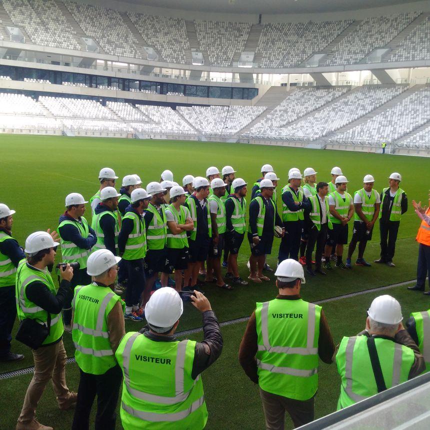 La jeune histoire du nouveau stade racontée aux joueurs et au staff de l'UBB. - Radio France