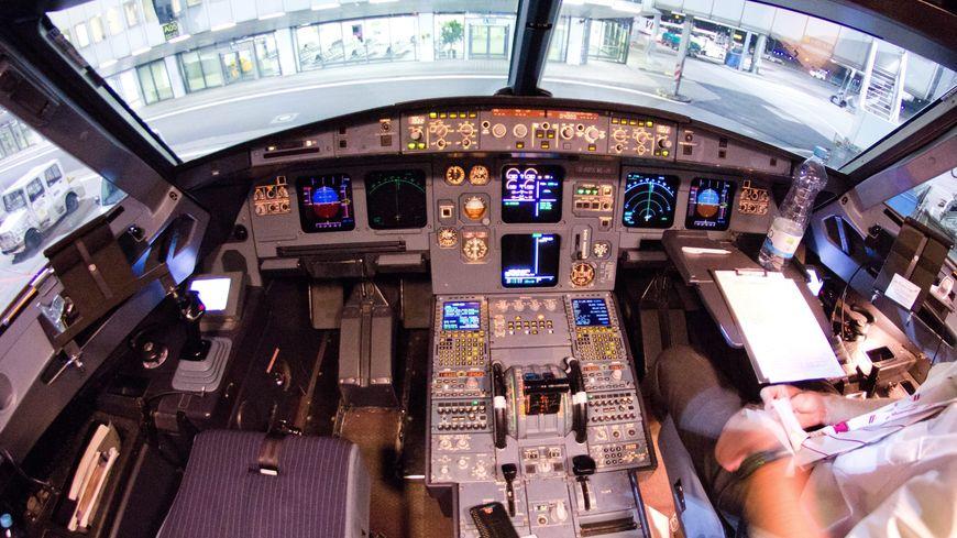Un cockpit d'Airbus A320.