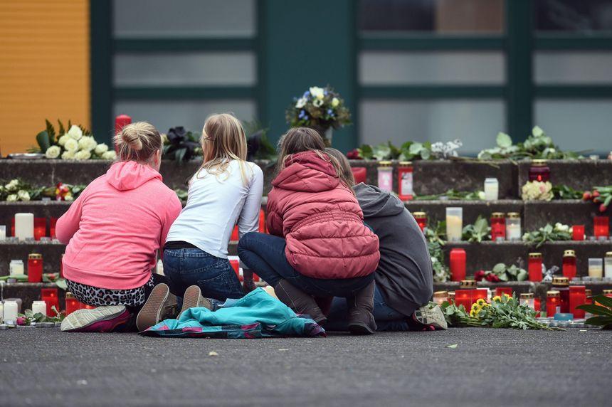 Hommage aux lycéens de Haltern, en Allemagne, devant l'établissement - MaxPPP